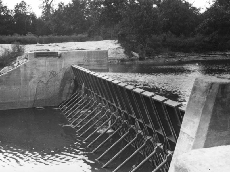 A historical photograph of the dam in operation.  This picture was taken in 1916.
